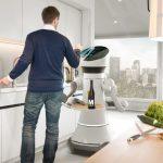 Serviceroboter Care-o-bot 4 rollt durch die Flure der Republik